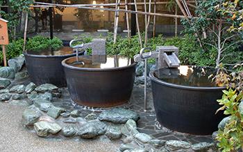 「天然温泉」壺湯